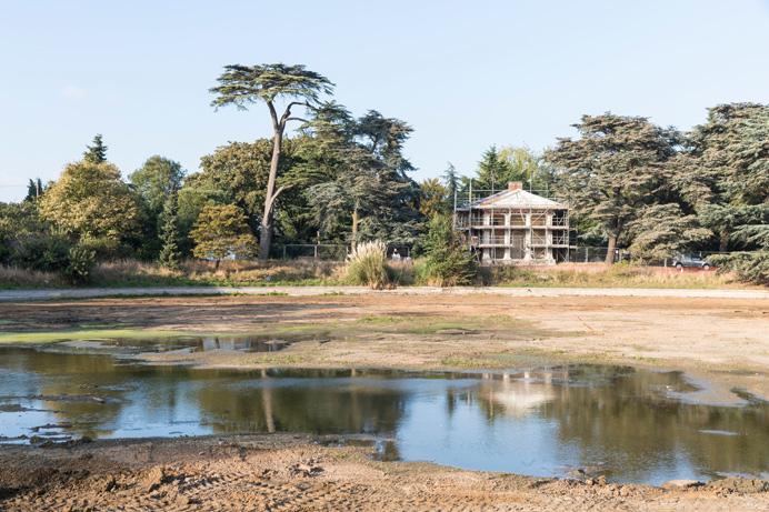 Gunnersbury Park: The round pond being restored