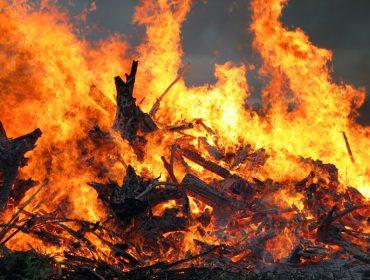 Bonfire close-up. By Janne Karaste (via Wikicommons)