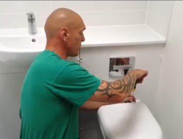 DIY tips - Tony fixes a toilet seat