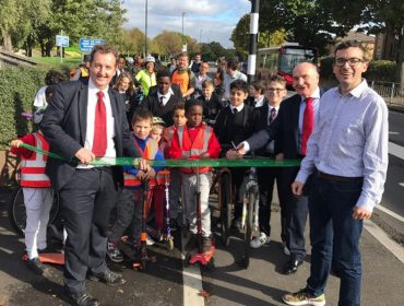 Leader Julian Bell, Steve Pound MP and London's Walking & Cycling Commissioner, Will Norman and students from Mayfield PS and Brentside HS launch phase 1 of Quietway 23.