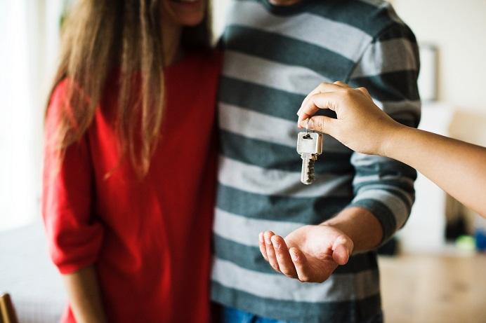 Landlord handing over keys