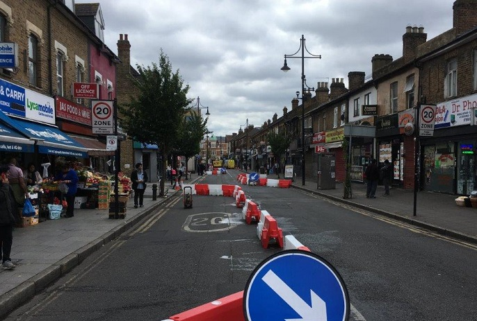 Temporary one way of traffic on King St, Southall